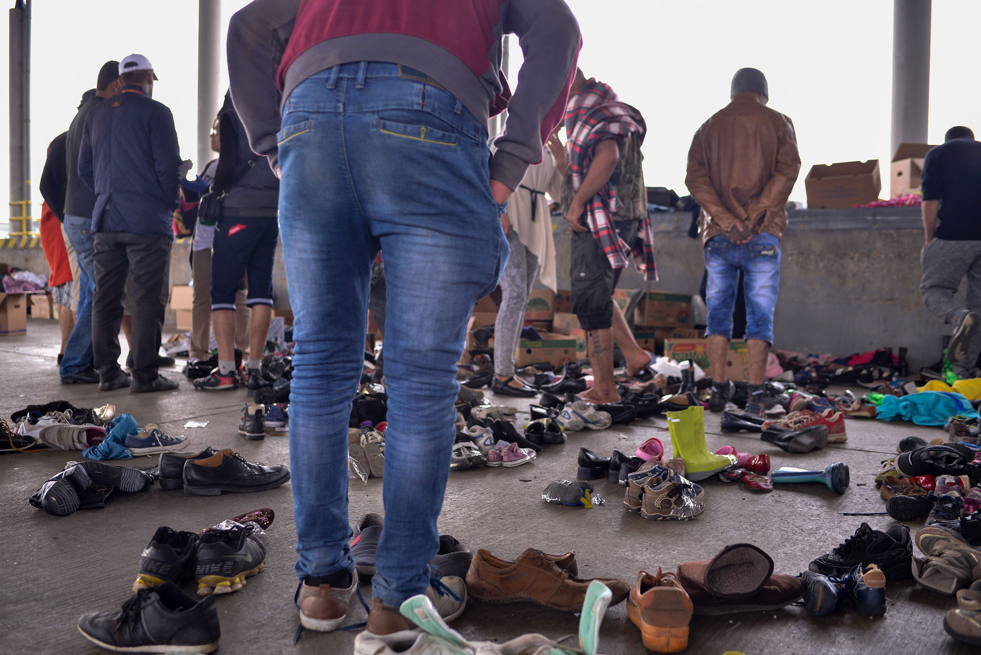Residents of Vienna, Austria, welcome footsore refugees – many of whom have walked dozens of kilometres shod only in sandals – with donations of shoes to replace their worn-out footwear. UNHCR/Michael Schöppl