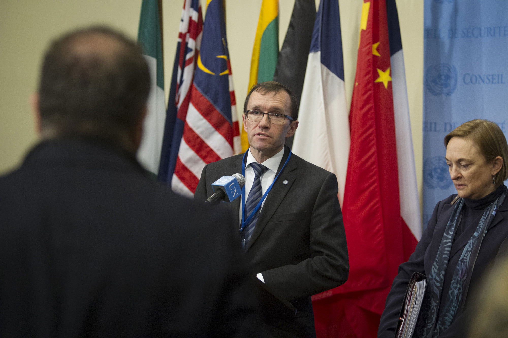 Following a Security Council meeting on Cyprus, UN envoy Espen Barth Eide briefs the press with the Head of the UN Peacekeeping Force in Cyprus (UNFICYP), Lisa Buttenheim (right). UN Photo/Loey Felipe