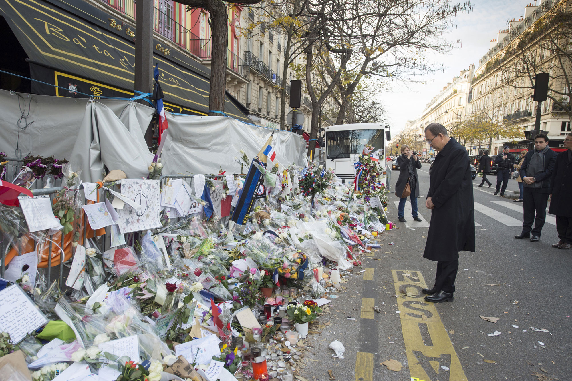 While in Paris for UN climate talks, Secretary-General Ban Ki-moon pays tribute to the victims of terror attacks that had recently taken place there. UN Photo/Eskinder Debebe