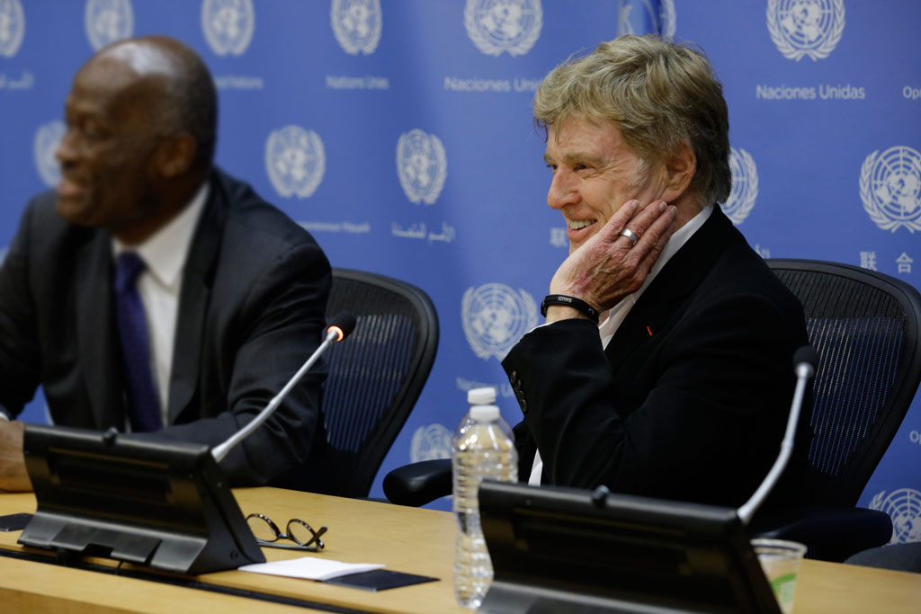 Robert Redford briefs the press on his participation at the General Assembly's high-level climate change meeting. UN Photo/Evan Schneider