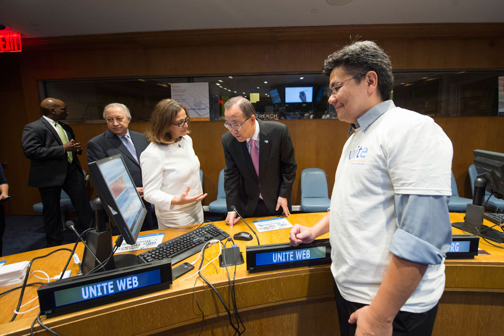 Ms. Riazi with Secretary-General Ban Ki-moon (second from right) at a showcase sponsored by the Office of Information and Communications Technology (OICT) in October 2015 at UN Headquarters. UN Photo/E. Debebe