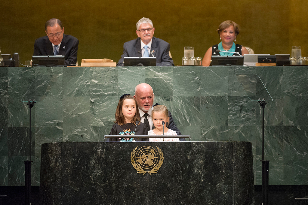 Peter Thomson (foreground centre), President-elect of the seventy-first session of the UN General Assembly, flanked by his granddaughters Grace (left) and Mirabel, addresses the Assembly before taking the oath of office. UN Photo/Rick Bajornas