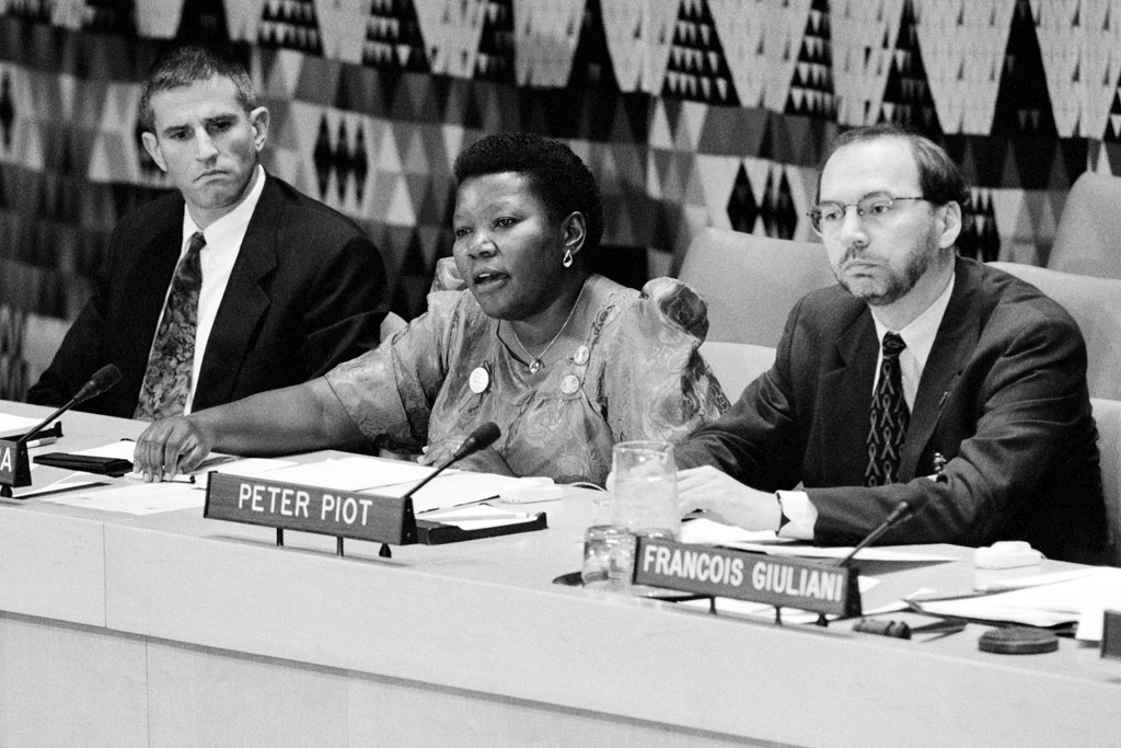Eric Sawyer (left) takes part in a panel discussion at UN Headquarters in December 1995 in observance of World AIDS Day. UN Photo/Milton Grant