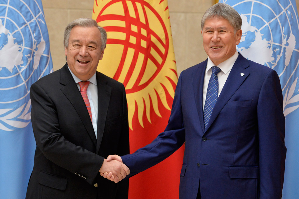 Secretary-General António Guterres shakes hands with Kyrgyz President Almazbek Atambaev during their meeting at the Ala-Archa state residence in Bishkek.