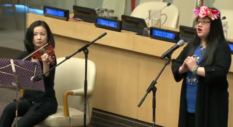Spencer Hart, a woman with autism performs at the UN event marking World Autism Awareness Day. UN Web TV (file)