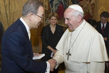 Secretary-General Ban Ki-moon and members of the UN System Chief Executives Board (CEB) had an audience with Pope Francis at the Vatican. The Secretary-General (left) with Pope Francis on the occasion.