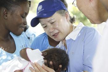 Secretary-General Ban Ki-moon and his wife visits Los Palmas, Haiti.