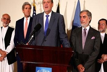 Ján Kubiš, Special Representative and head of the UN Assistance Mission in Afghanistan, at a press conference with presidential candidates Abdullah Abdullah and Ashraf Ghani. US Secretary of State John Kerry looks on.