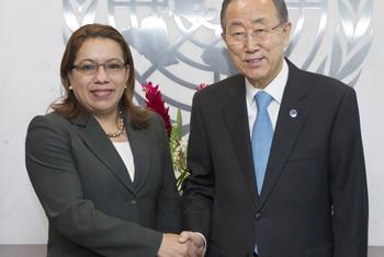 Secretary-General Ban Ki-moon (right) meets with Carolyn Rodrigues-Birkett, Minister for Foreign Affairs of the Republic of Guyana.