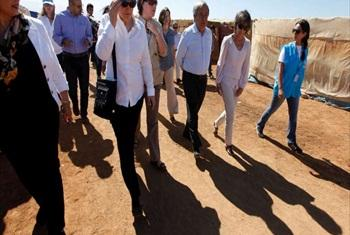 UN High Commissioner for Refugees António Guterres and UN Development Programme Administrator Helen Clark (with handbag) visit Syrian refugees settlement in Lebanon's Bekaa Valley. © UNHCR/A.Haju