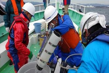IAEA marine experts and Japanese counterparts from the Nuclear Regulation Authority collect water samples in coastal waters near the Fukushima Daiichi nuclear power station. (Photo