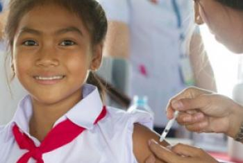 A grade-five girl receives HPV vaccine. WHO/C. McNab