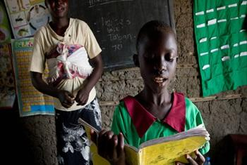 Student in South Sudan participates in a English reading exercise. © UNESCO /M. Hofer
