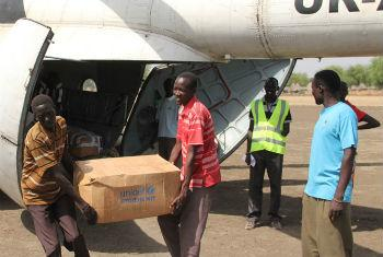 With the rainy season approaching, UN agencies prepare to deliver emergency aid to South Sudan.