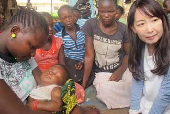 Agnes Chan interacting with LRA rescued abductees. UNMISS@PHOTO