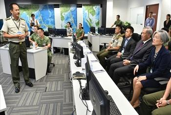 Lim Kwang Tang (left), briefing Singapore Minister for Defence Dr Ng Eng Hen (second from right) and UN Assistant Secretary-General Kyung-wha Kang (far right) on the features of the Changi RHCC.