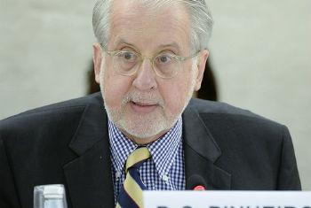 Paulo Pinheiro presenting his latest report on Syria to the Human Rights Council.