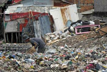 A scavenger picks through garbage in a low-income neighbourhood of Jakarta, Indonesia. World Bank File Photo/Farhana Asnap