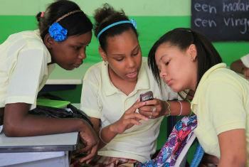 The risks children face using digital devices are central to a new campaign entitled 'Stand Up Mobile'. © UNICEF/NYHQ2011-2000/LeMoyne