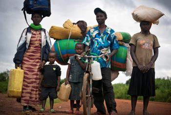 Burundians arriving in Rwanda. File