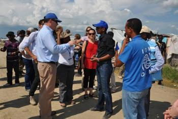 In South Sudan, OCHA Director of Operations John Ging (left) and representatives from USAID and the UK DFID visit the UN Protection of Civilians site in Malakal during a one-day visit to Upper Nile State.