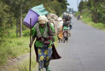 Villagers fleeing their homes in Sake, in the Democratic Republic of the Congo (DRC)'s North Kivu province, after fighting erupted between FARDC Government forces and rebel groups. UN File Photo/Sylvain Liechti (2013)