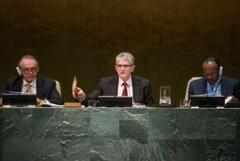 President of the seventieth session of the General Assembly, Mogens Lykketoft (centre), closes the annual general debate.