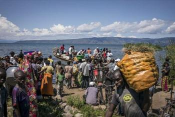 A boat carrying Burundian refugees arrives in Baraka, Democratic Republic of Congo (DRC). File