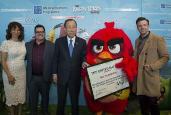 "UN Secretary-General Ban Ki-moon (center) at International Day of Happiness Launch Event - Angry Birds for Happy Planet Campaign, with Maya Rudolph (far left), Josh Gad (left), Jason Sudeikis (far right) and ""Red"" the Angry Bird (right)."