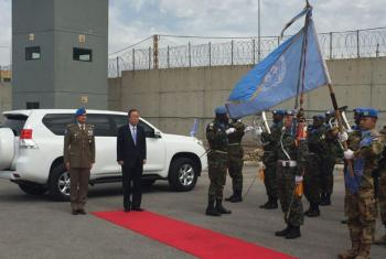 Secretary-General Ban Ki-moon is greeted by a guard of honour from the uniformed members of UNIFIL.