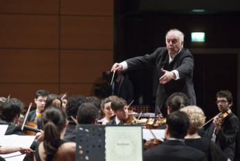 Conductor and musician Daniel Barenboim leads the West-Eastern Divan Orchestra in a performance at the World Humanitarian Summit, in Istanbul, Turkey.