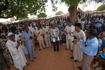 UNAMID JSR interacting with IDPs in East Darfur.