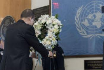 UNSG lays a wreath at a ceremony at UNHQ for fallen peacekeepers.