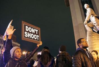 Protestors in New York City demonstrate in the wake of the verdict in the case of the police shooting of Missouri teenager Michael Brown (24 November 2014). UN File Photo/Jacques Baudrier