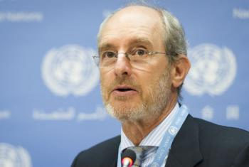 Gabor Rona, member of the United Nations expert group on the use of mercenaries, addresses a press conference. UN File Photo/Mark Garten