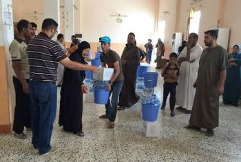 Displaced families from Ramadi receive Rapid Response Mechanism (RRM) kits from UNICEF partner RIRP in Al-Khalidiya, Anbar Governorate, Iraq. File