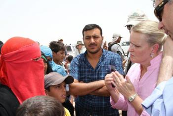 UN Humanitarian Coordinator for Iraq, Lise Grande (right), in conversation with refugees coming our of Iraq.