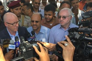 Humanitarian Coordinator for Yemen, Jamie McGoldrick (left), meeting journalists during a visit to Taizz in January 2016.