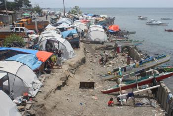 The coastal city of Zamboanga in the Philippines is vulnerable to climate related hazards. Displaced people sheltering in tents near the coast are more at risk of other natural hazards if they stay longer in the area.