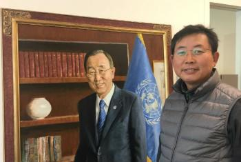 Lee Won-Hee poses besides his portrait of Secretary-General Ban Ki-moon.
