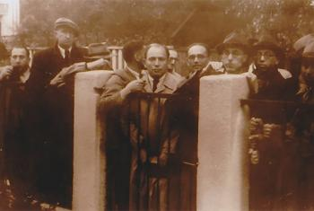Jewish people seeking visas in front of the Japanese consulate in Kaunas, Lithuania.