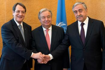 Secretary-General António Guterres with Nicos Anastasiades, President of the Republic of Cyprus (left) and Mustafa Akinci, Leader of the Turkish Cypriot Community (right) in Geneva.