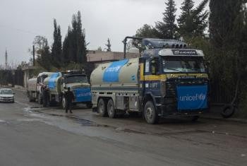 UNICEF-supported trucks queue to fill their tanks with water from a group of wells rehabilitated and equipped by UNICEF, Damascus, Syria. UNICEF/UN048100/Al-Asadi (file photo)