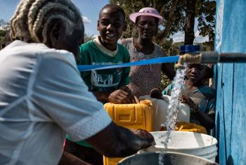 Thanks to a water supply system funded by MINUSTAH, 18,000 people are now able to collect clean water in the remote neighbourhood of Los Palis, commune of Hinche, Haiti.