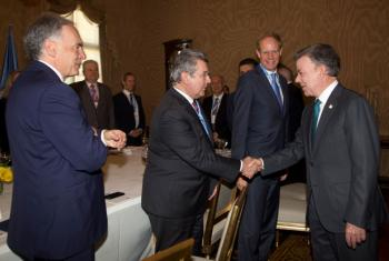 President Juan Manuel Santos Calderón of Colombia (right), greets Ambassador Elbio Roselli, UN Security Council president for the month of May, in the Colombian capital, Bogotá.