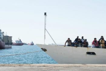 Some 190 people are feared drowned in separate shipwrecks last weekend, the UN has reported.