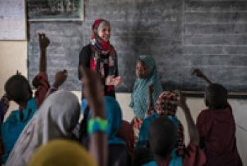 Muzoon Almellehan meets students in Chad.
