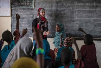 UNICEF Goodwill Ambassador Muzoon Almellehan meets students at the School of Peace at a internally displaced peoples site in the Lake Region, Chad, during her visit to the region in April 2017.