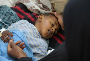 A child with severe diarrhoea or cholera receives treatment at the Sab'een Hospital in Sana'a, Yemen,on 12 May 2017. © UNICEF/UN065873/Alzekri