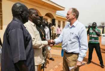 David Shearer, head of the UN Mission in South Sudan (UNMISS), meeting residents of Kuajok, the capital of Gogrial state.